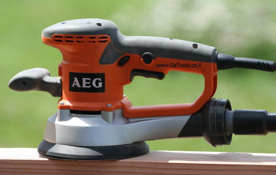 חיבור לשואב אבק מיעל את פעולת המלטשת - AEG EX 150 E