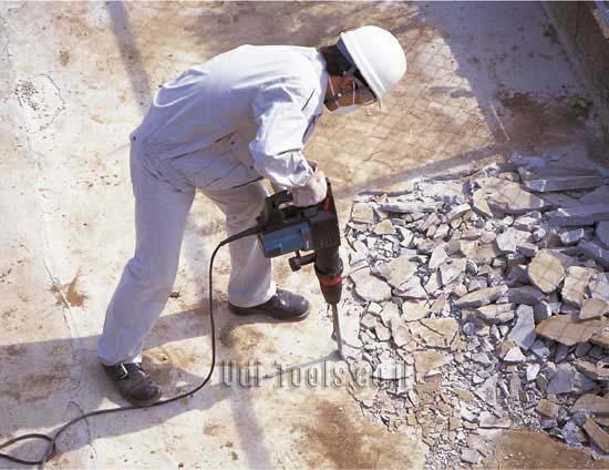 עבודת חציבה בבטון עם פטיש HM1202C