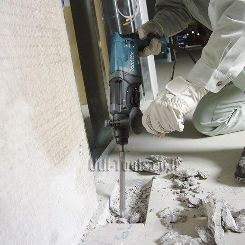 פטישון Makita HR2470T בעבודה