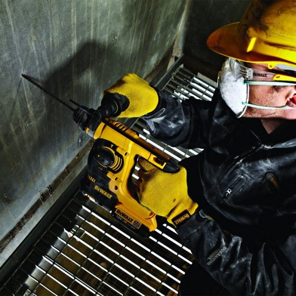קידוח בקיר בטון עם פטישון נטען Dewalt DCH253 M2